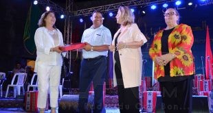 تكريم الفنانة التشكيلية فوزية الهيشري في الافتتاح